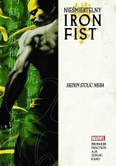 Okładka książki Nieśmiertelny Iron Fist - Tom 2 - Siedem stolic nieba Howard Chaykin, Ed Brubaker, Matt Fraction, Roy Allan Martinez, Stefano Gaudiano, David Aja, Javier Pulido, Matt Hollingsworth, Javier Rodriguez, Clay Mann, Tonci Zonjic, Edgar Delgado, Paul Mounts, Scott Koblish, June Chung, Dan Brereton
