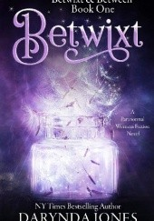 Okładka książki Betwixt: A Paranormal Womens Fiction Novel (Betwixt & Between) Darynda Jones